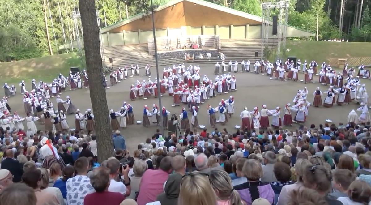 2737b92ae91 Euroopa kultuuripärandi aasta andis teatepulga üle Eesti laulu ja tantsu  juubeliaastale