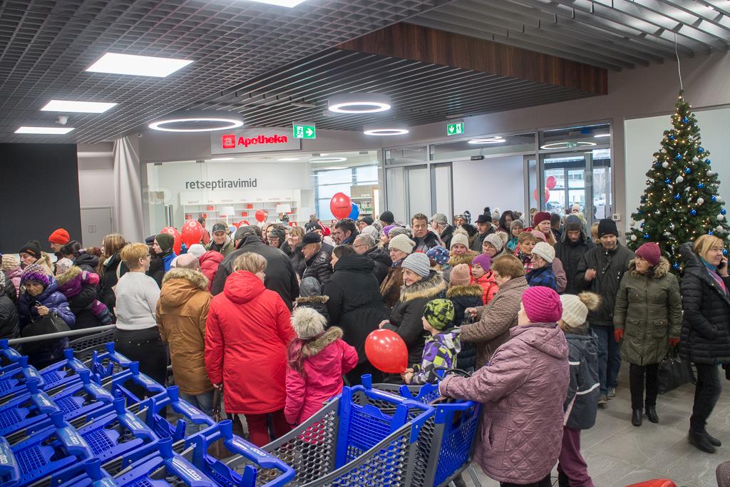 5bb480e319d Täna avati Põlvas kohaliku Tarbijate Ühistu pood Coop Maksimarket, millist  pole Põlvas varem olnud.
